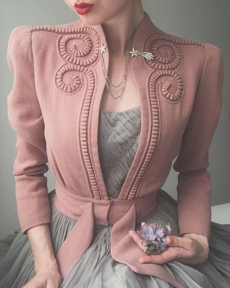 إطلالات باللون الوردي مع الرمادي