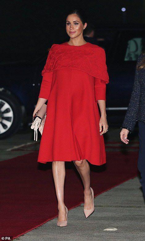 مشاهير الحوامل - ميجان ماركل بفستان أحمر