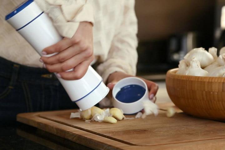 أدوات مطبخ- مقشر الثوم