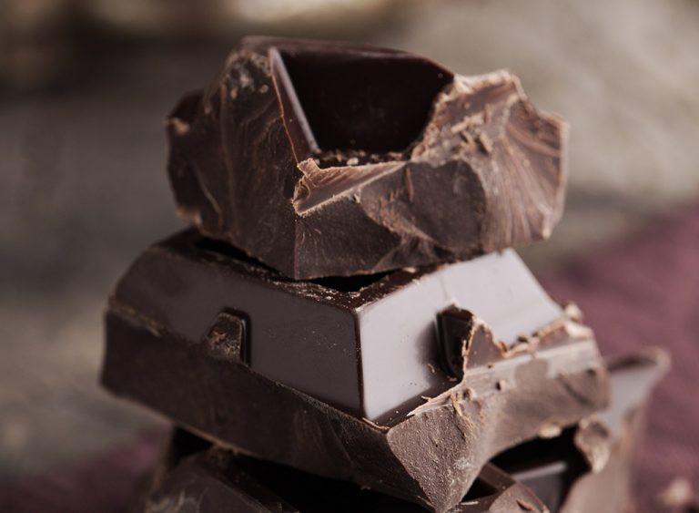 أكلات تجلب السعادة - الشوكولاتة الداكنة