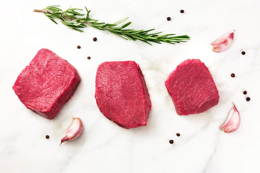أطعمة لا تضعيها في الفريزر- اللحوم بعد إذابتها