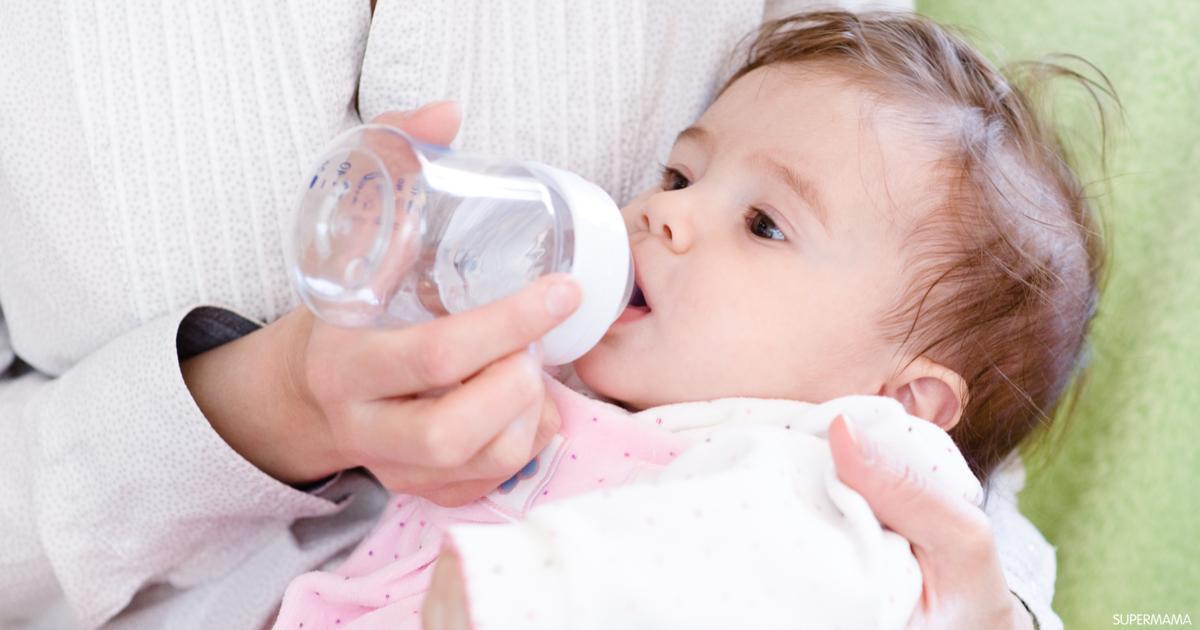متى يبدأ الرضيع في شرب المياه؟   سوبر ماما