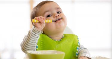 جدول إطعام اﻷطفال من سن 4 شهور حتى عامين سوبر ماما