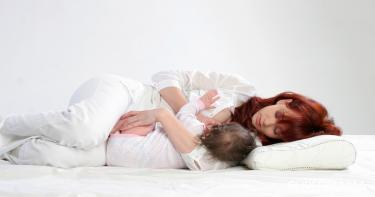 هل حرارة الأم تؤثر على الرضيع اثناء الرضاعة