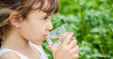 تشجيع الطفل على شرب الماء