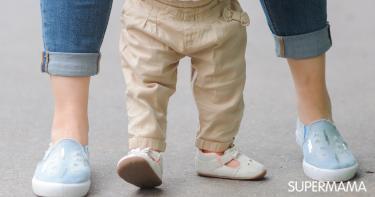 مشي الطفل - اعوجاج القدمين عند الأطفال