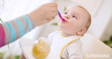 إدخال الطعام للطفل الرضيع