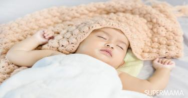 كيف أحافظ على روتين نوم طفلي عند والدتي أو حماتي؟