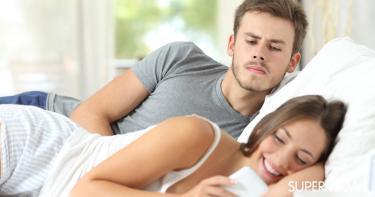 تأثير الهاتف المحمول على العلاقات الزوجية