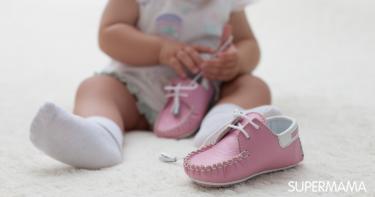 ارتداء الطفل للحذاء