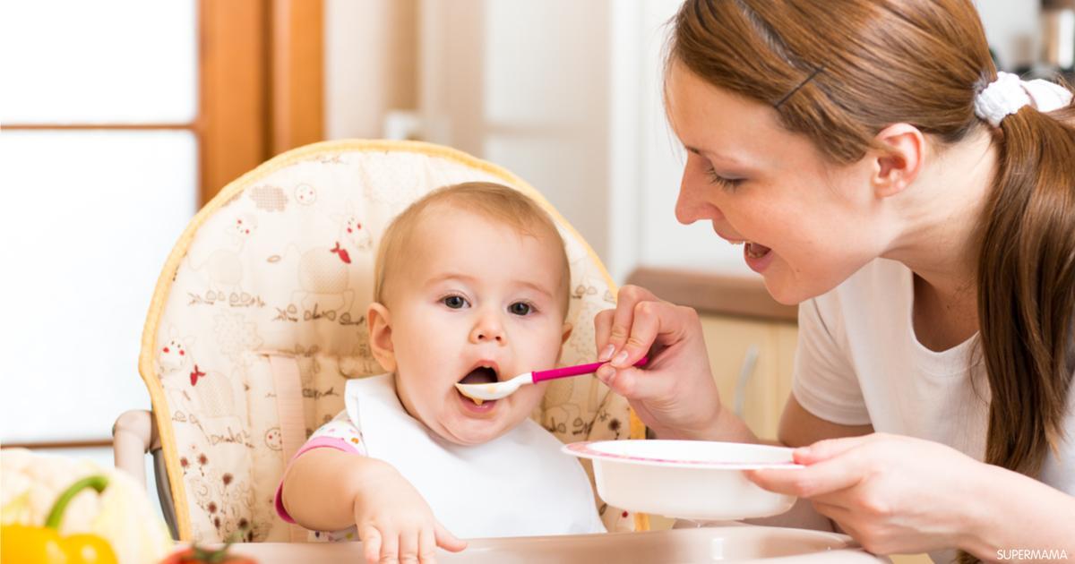 ما الفرق بين إدخال الطعام للرضيع في الشهر الرابع والسادس سوبر ماما