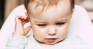 حك الرضيع لأذنه