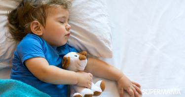 طفلي لا ينام عدد ساعات كافية: ما العمل؟