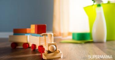 الطريقة الفعالة لتنظيف ألعاب طفلك حسب خامتها