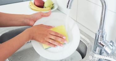 طريقة عمل سائل تنظيف الصحون