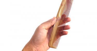 تخيلي.. مشط الشعر البلاستيكي يخفف آلام المخاض!