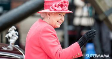 عادة غريبة عند ملكة إنجلترا قبل ارتداء حذائها