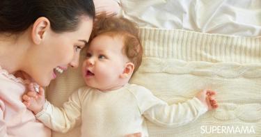 دراسة: ضحكة الأم تعزز نمو دماغ طفلها