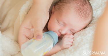 هل إرضاع الطفل وهو نائم يسبب التهاب الأذن