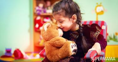 تحدث الطفل مع شخص خيالي