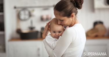 حمل الرضيع بطريقة خاطئة