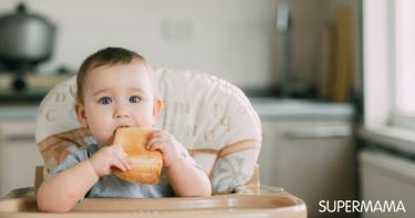 متى يأكل الطفل الرضيع الخبز