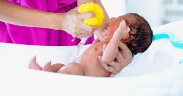 هل يفضل استحمام الرضيع وهو جائع