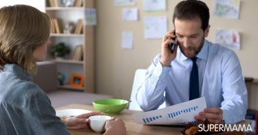 كيفية التعامل مع الزوج المشغول في عمله