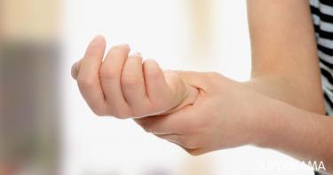 ما أسباب ضعف أعصاب اليد؟