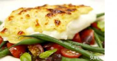 الطبق الخامس: فيليه السمك بالجبن والفاصوليا والطماطم