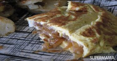 الأومليت بالجبن والبصل المحمر