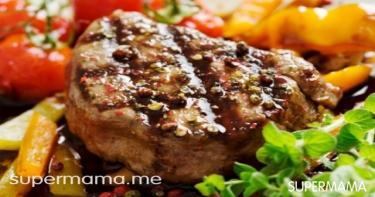 اللحم المشوي مع سلطة الجرجير