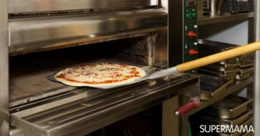 خبز البيتزا 4 تسخين الفرن