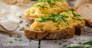 ساندوتش البيض بالثوم المعمّر